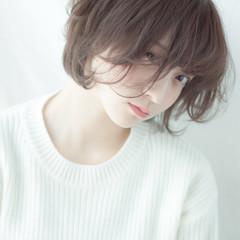 アッシュ 前髪あり パーマ ナチュラル ヘアスタイルや髪型の写真・画像