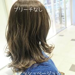 ナチュラル アッシュベージュ ミディアム 透明感カラー ヘアスタイルや髪型の写真・画像