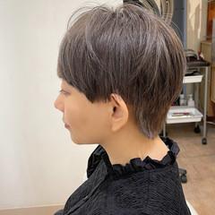 シルバーグレージュ シルバーアッシュ マッシュウルフ マッシュ ヘアスタイルや髪型の写真・画像