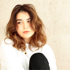 セミロング アンニュイ パーマ リラックス ヘアスタイルや髪型の写真・画像