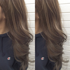 ハイライト ロング アッシュグレージュ グレージュ ヘアスタイルや髪型の写真・画像