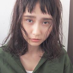 ミディアム パーマ フリンジバング ニュアンス ヘアスタイルや髪型の写真・画像