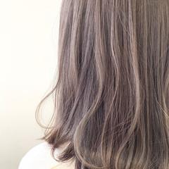 ミディアム ミルクティーベージュ フェミニン シアーベージュ ヘアスタイルや髪型の写真・画像