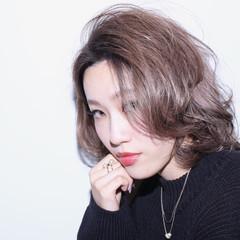 モード かき上げ前髪 グレージュ 外国人風 ヘアスタイルや髪型の写真・画像