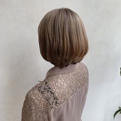 ミルクティーアッシュ ミルクティーブラウン ボブ ナチュラル ヘアスタイルや髪型の写真・画像