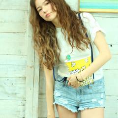 外国人風 ロング パーマ ゆるふわ ヘアスタイルや髪型の写真・画像