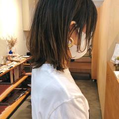 ベージュ ミディアム インナーカラー 切りっぱなしボブ ヘアスタイルや髪型の写真・画像