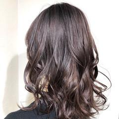 グレージュ ブリーチオンカラー ナチュラル ミディアム ヘアスタイルや髪型の写真・画像