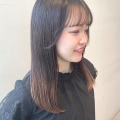 シースルーバング グラデーションカラー セミロング 前髪パッツン ヘアスタイルや髪型の写真・画像