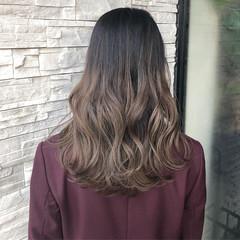 グラデーションカラー グレージュ 透明感カラー ナチュラル ヘアスタイルや髪型の写真・画像
