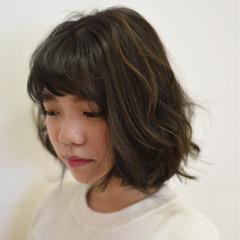 ラフ グレージュ ハイライト ナチュラル ヘアスタイルや髪型の写真・画像