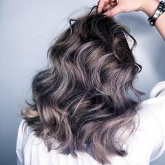 インナーカラー セミロング グラデーションカラー 外国人風 ヘアスタイルや髪型の写真・画像