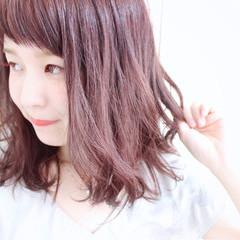 シースルーバング ベリーピンク グラデーションカラー ナチュラル ヘアスタイルや髪型の写真・画像