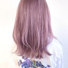 ホワイトベージュ ラベンダー ナチュラル セミロング ヘアスタイルや髪型の写真・画像