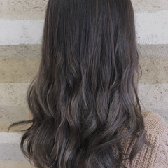 ロング アッシュグレージュ カール ストリート ヘアスタイルや髪型の写真・画像