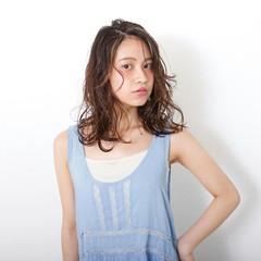 かっこいい ウェットヘア ガーリー 外国人風 ヘアスタイルや髪型の写真・画像