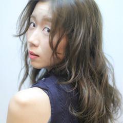 くせ毛風 外国人風 セミロング ピュア ヘアスタイルや髪型の写真・画像