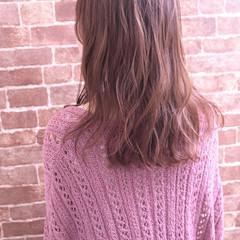 巻き髪 ゆる巻き ナチュラル ピンクベージュ ヘアスタイルや髪型の写真・画像