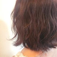 ミルクティー レッド フェミニン ボブ ヘアスタイルや髪型の写真・画像