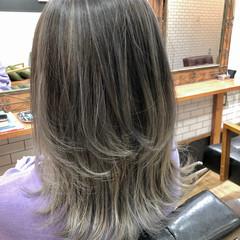 シルバー ウルフカット ミディアム フェミニン ヘアスタイルや髪型の写真・画像