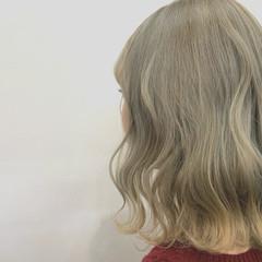 ブリーチカラー 切りっぱなしボブ モード ハイトーンカラー ヘアスタイルや髪型の写真・画像