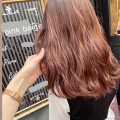ピンクアッシュ ピンクベージュ セミロング ピンク ヘアスタイルや髪型の写真・画像