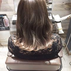 ウェーブ セミロング ハイライト ストリート ヘアスタイルや髪型の写真・画像