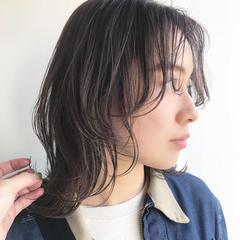 ハイライト ミディアムレイヤー イルミナカラー 透明感カラー ヘアスタイルや髪型の写真・画像