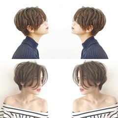 ナチュラル パーマ ショート オフィス ヘアスタイルや髪型の写真・画像