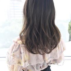 セミロング ゆる巻き 美髪 ナチュラル ヘアスタイルや髪型の写真・画像