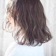 アンニュイほつれヘア 外国人風カラー ミルクティーベージュ 透明感カラー ヘアスタイルや髪型の写真・画像