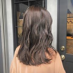 大人女子 暗髪 ヌーディベージュ アッシュベージュ ヘアスタイルや髪型の写真・画像
