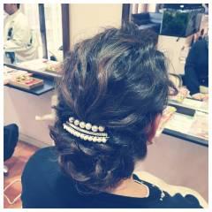 ラフ 波ウェーブ パールアクセ ヘアアレンジ ヘアスタイルや髪型の写真・画像