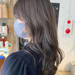 ミディアム アッシュグレージュ ベージュ ナチュラル ヘアスタイルや髪型の写真・画像