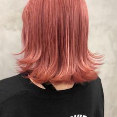 ブリーチ必須 ボブ ピンク 外ハネ ヘアスタイルや髪型の写真・画像