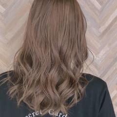 ミルクティー ミルクティーブラウン ブリーチカラー ナチュラル ヘアスタイルや髪型の写真・画像