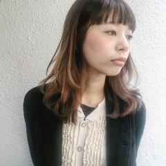 レイヤーカット フェミニン 抜け感 ミディアム ヘアスタイルや髪型の写真・画像