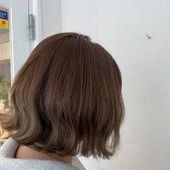 オリーブアッシュ オリーブグレージュ 切りっぱなしボブ ボブ ヘアスタイルや髪型の写真・画像
