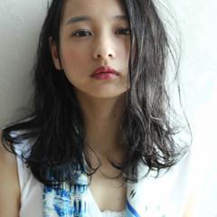 フェミニン 暗髪 セミロング 大人女子 ヘアスタイルや髪型の写真・画像