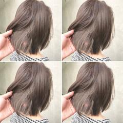 グレージュ ブリーチ オリーブアッシュ ベージュ ヘアスタイルや髪型の写真・画像