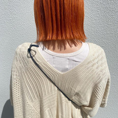 オレンジベージュ 切りっぱなしボブ ナチュラル アプリコットオレンジ ヘアスタイルや髪型の写真・画像