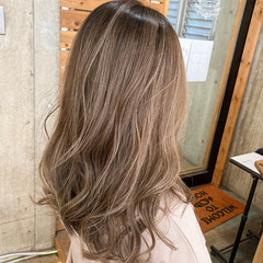 ミルクティーベージュ ベージュ シアーベージュ セミロング ヘアスタイルや髪型の写真・画像