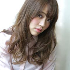 セミロング フェミニン 艶髪 ニュアンス ヘアスタイルや髪型の写真・画像