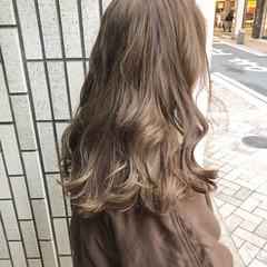 ハイライト ミルクティーベージュ 外国人風カラー セミロング ヘアスタイルや髪型の写真・画像