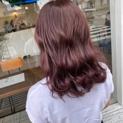 ブリーチ無し ピンクベージュ セミロング ラベンダーピンク ヘアスタイルや髪型の写真・画像