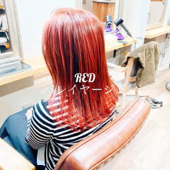 ミディアム コーラル ストリート チェリーレッド ヘアスタイルや髪型の写真・画像