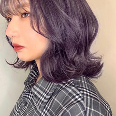パープルカラー ミディアム ラベンダーカラー パープルアッシュ ヘアスタイルや髪型の写真・画像