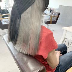 セミロング グレー ナチュラル ホワイトグレージュ ヘアスタイルや髪型の写真・画像