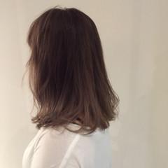 外国人風カラー アッシュ ナチュラル グレージュ ヘアスタイルや髪型の写真・画像