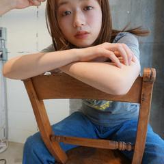 レイヤーカット ブラウンベージュ ナチュラル セミロング ヘアスタイルや髪型の写真・画像
